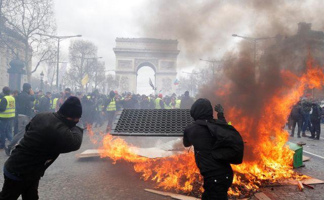 Rumeni jopiči znova divjajo. FOTO: Reuters