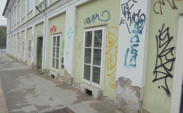 Popisane stavbe na Petkovškovem nabrežju Fotodokumentacija Dela