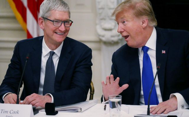 Je Trump postal uspešen, ker je podjetje poimenoval po sebi? Generalni direktor Applea Tim Cook pa je na čelu družbe, ker moški s kratkimi imeni pogosteje zasedejo vodilni položaj? Foto Reuters