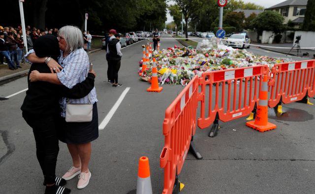 Na Novo Zelandiji še vedno ne morejo verjeti, kaj se je zgodilo. FOTO: Reuters