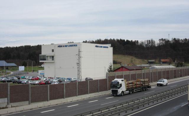Piškovo podjetje že ima logistični center, načrti, ki vključujejo državni prostorski načrt, so veliko bolj širokopotezni. FOTO: Špela Kuralt/Delo