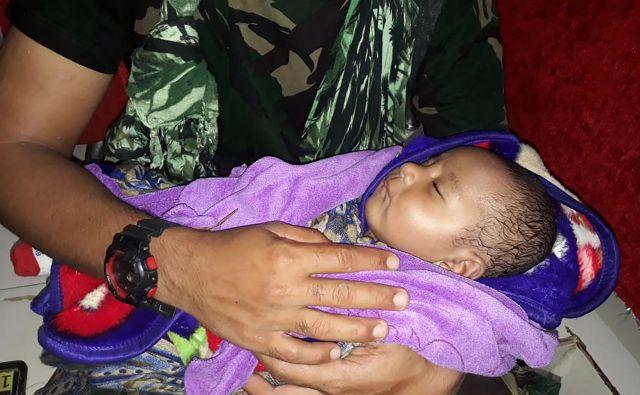 Vojaki so našli petmesečnega dojenčka. FOTO: Handout AFP