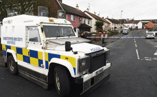 Predstavniki severnoirske policije pozivajo vse morebitne očividce, naj jim posredujejo informacije, ki bi bile lahko v pomoč pri preiskavi.FOTO: Clodagh Kilcoyne Reuters