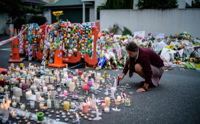 »Ne bi smeli deliti, širiti ali aktivno sodelovati pri vsebinah, ki širijo sovraštvo,« je pozvala premierka JacindaArdern.FOTO: Anthony Wallace/Afp