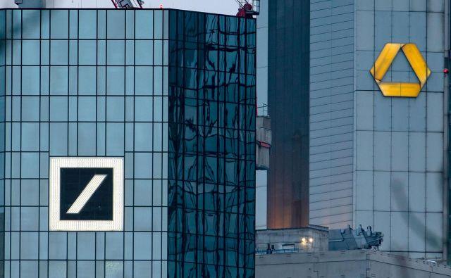 Kritiki opozarjajo, da iz dveh majavih bank ne bo nujno nastala ena trdna. FOTO: Frank Rumpenhorst/AFP
