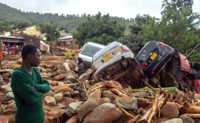 Ciklon je povzročil ogromno škodo. FOTO: AFP
