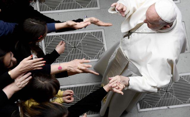 Papež si bo vzel čas za premislek o tem, a li bo sprejel kardinalov odstop. FOTO: Filippo Monteforte/AFP