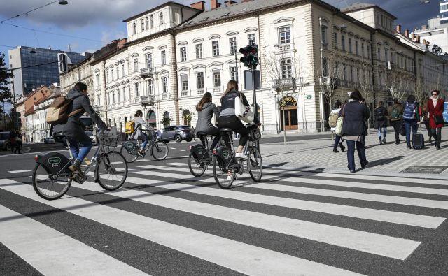 Občine so na razpis za evropska sredstva prijavljale predvsem kolesarske projekte in infrastrukturo za pešce. FOTO Uroš Hočevar/Delo