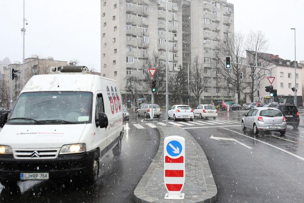 V križišču Na Jami je promet sproščen