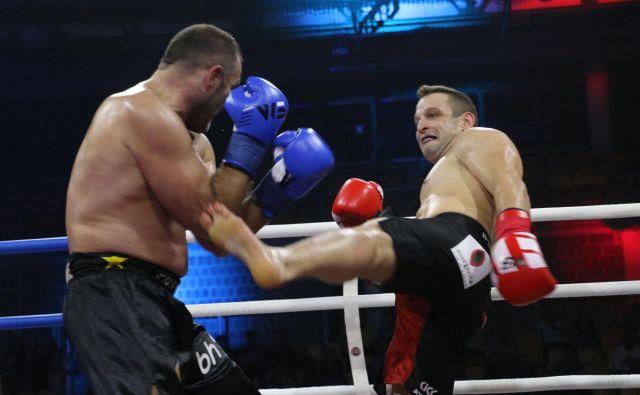 Miran Fabjan (desno) se bo 27. aprila v Celju še enkrat udaril z Dževadom Poturakom iz BiH, od katerega je bil oktobra 2017 v Kopru boljši po točkah. FOTO: W5 Professional Kickboxing