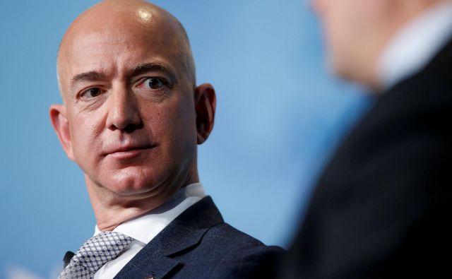 Bezos je naročil zasebno preiskavo tega, kako je <em>National Enquire</em> prišel do njegovih zasebnih fotografij in sporočil. FOTO: Joshua Roberts/Reuters