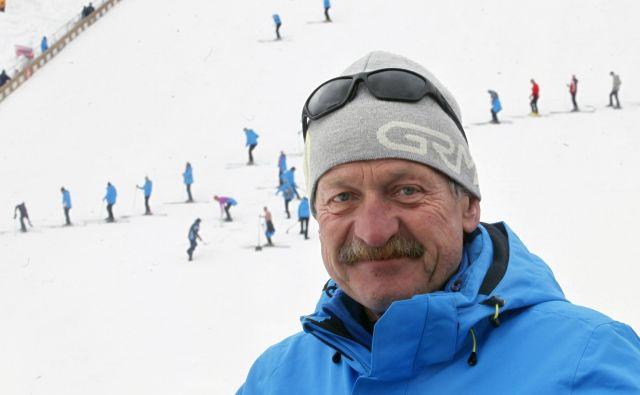 Peter Dernič je bdel nad delom zastavonoš. FOTO: Mavric Pivk/Delo