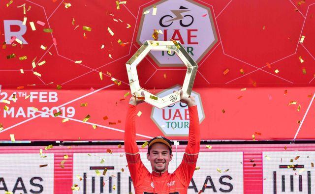 Primož Roglič se je tako veselil zmage na dirki v Združenih arabskih emiratih. FOTO: AFP