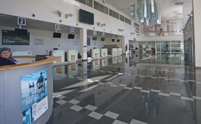 Mariborsko letališče je brez redne letalske povezave, uporabljajo ga le zasebna letala in šolajoči se piloti švicarske letalske družbe. FOTO: Tadej Regent/Delo