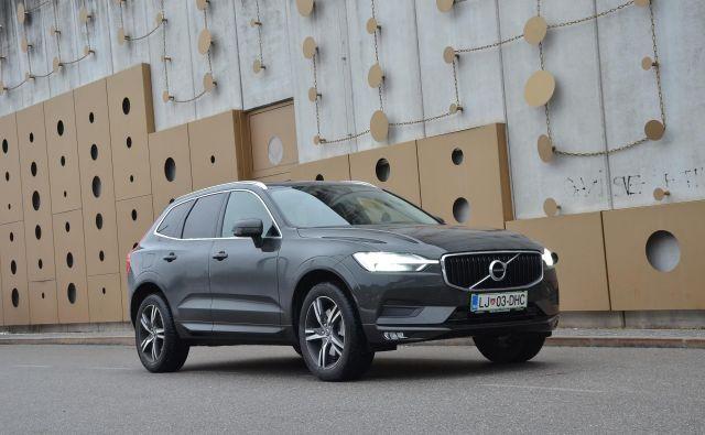 Volvo XC 60 je srednji od treh športnih terencev te znamke. Je kar konkretno velik, a ne prevelik. Prav dobro mu služi dvolitrski dizelski agregat srednje od treh moči. Foto Gašper Boncelj