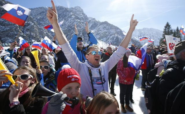 V Planici se je zbralo več kot 13.000 gledalcev. FOTO: Matej Družnik/Delo