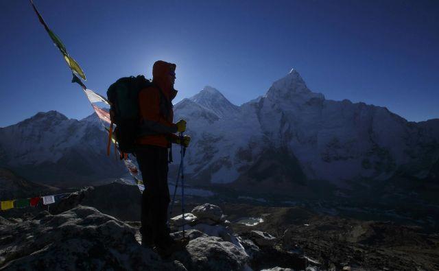 Everest privlači alpiniste z vsega sveta. FOTO: Navesh Chitrakar/Reuters