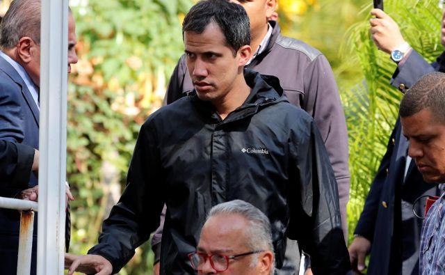 Guaidó je prek twitterja sporočil, da za zdaj ne vedo, kam so odpeljali Marrera, in zahteval, naj ga nemudoma izpustijo. Foto: Ivan Alvarado/Reuters