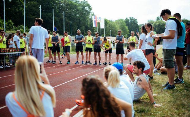 Prizor z rednega letnega tekmovanja med ekipama Zagreba in Beograda, ki sta združeni v skupini 442. Foto: Milko Babić