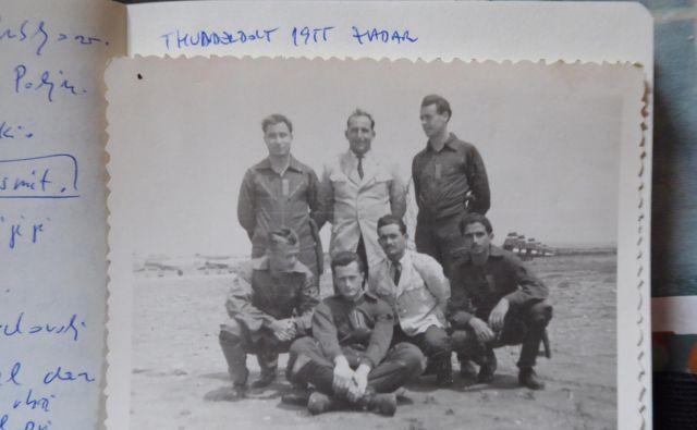 Albin (stoji skrajno levo) z drugimi piloti thunderboltov v Zadru leta 1955<br /> Foto osebni arhiv A. P.