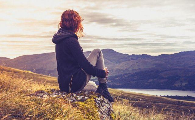 Velika večina ljudi je, na primer, prepričanih, da je neko dekle zelo lepo, ona sama pa zase misli, ne le da ni lepa, temveč da je povprečne zunanjosti ali celo grda. FOTO: Thinkstock
