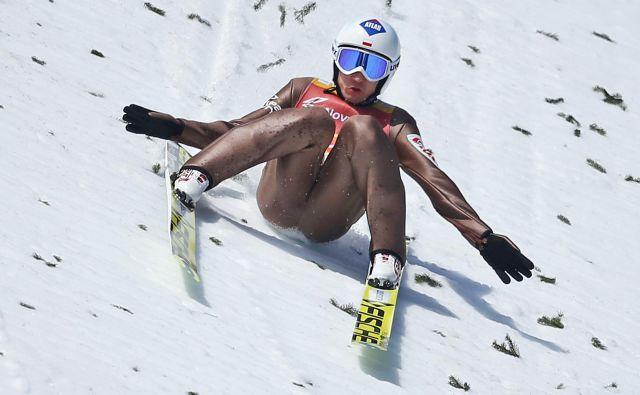 Kamil Stoch je pristal pri 251,5 m, podrsal, a tega sodniki niso opazili, zato znamka velja kot planiški rekord. FOTO: Matej Družnik/Delo