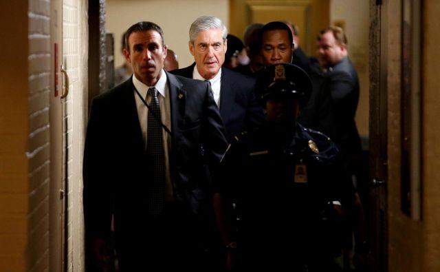 Ameriški mediji sledijo posebnemu preiskovalcu Robertu Muellerju na vsakem koraku, saj naj bi ta zelo kmalu objavil poročilo o »ruski preiskavi«. Foto Reuters