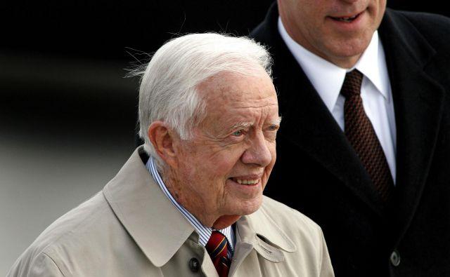 Jimmy Carter je leta 2002 prejel Nobelovo nagrado za mir. FOTO: Joshua Lott/Reuters
