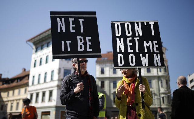 Na protestu prejšnjo soboto so udeleženci evropske poslance pozivali k zavrnitvi direktive. Foto Blaž Samec