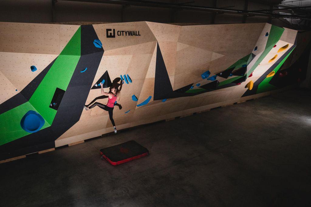 FOTO:Ljubljanski »mestni zid« za dvesto plezalcev