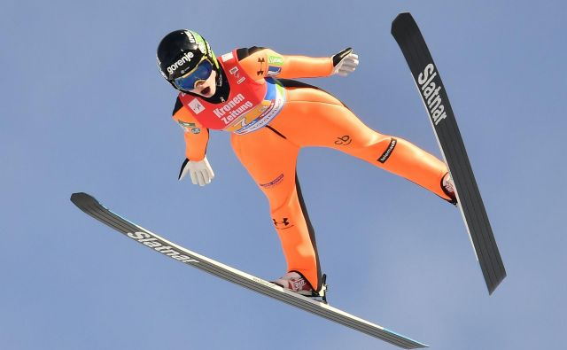 Nika Križnar je bila za minuto celo rekorderka naprave. FOTO: Joe Klamar/AFP