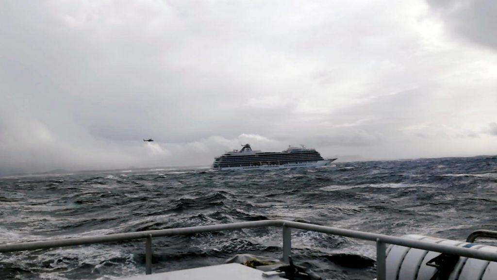 Evakuacija uspešno zaključena, norveška križarka v pristanišču