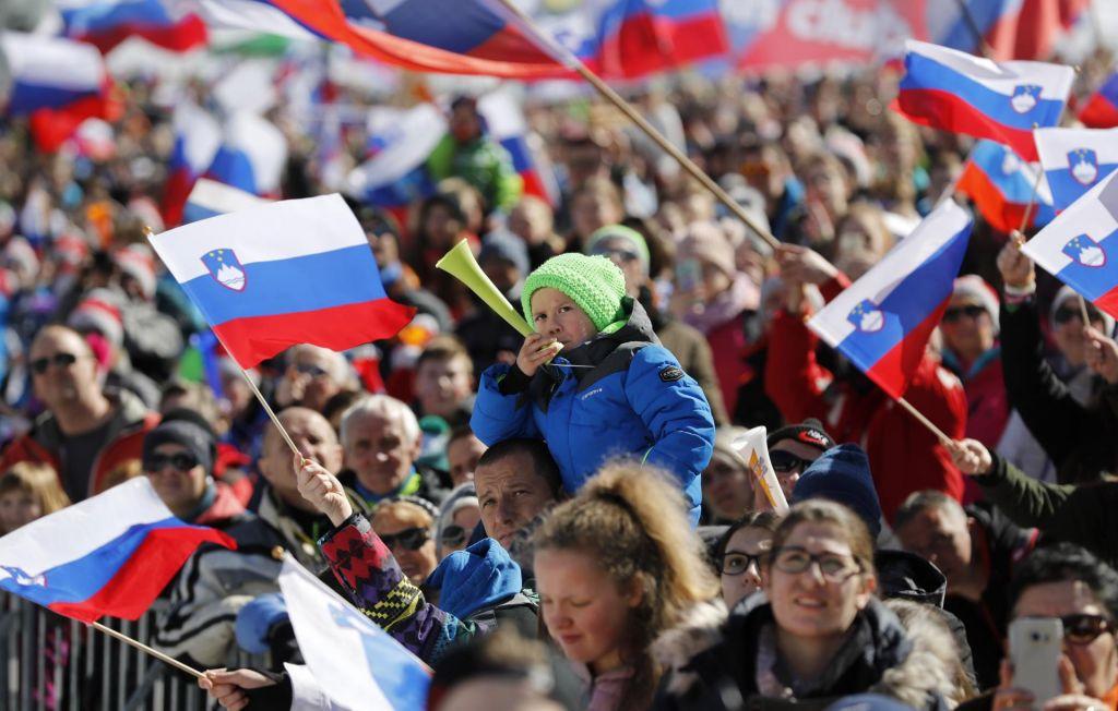FOTO:Kar 62.000 gledalcev te dni v Planici videlo rekord naprave in slovenski uvrstitvi na oder