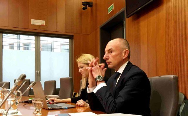 Aleš Šabeder se predstavlja poslancem.<br /> FOTO: Jože Suhadolnik/Delo