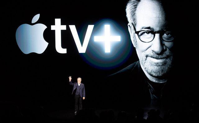Med zvezdniki je na oder prvi prišel Steven Spielberg in napocedal novo serijo. FOTO: Noah Berger/AFP