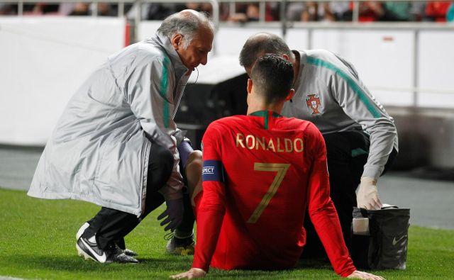 Cristiano Ronaldo je z igrišča odšepal že po pol ure. FOTO: Rafael Marchante/Reuters