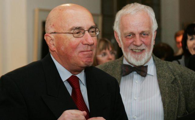Jak Koprivc (levo) in nekdanji odgovorni urednik dela Mitja Meršol na podelitvi novinarskih nagrad leta 2007. FOTO Igor Modic