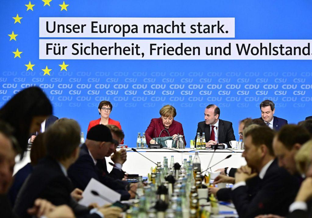Konservativci in socialdemokrati v tekmi za Evropo