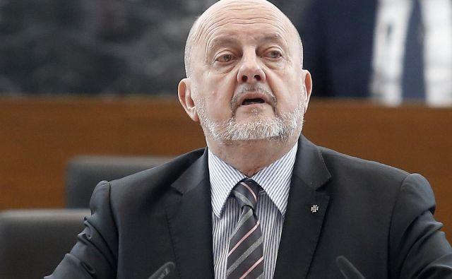 Zmago Jelinčič je menda od Preaca zahteval določen kos plače, če bi bil ta izvoljen v evropski parlament. FOTO: Blaž Samec/Delo
