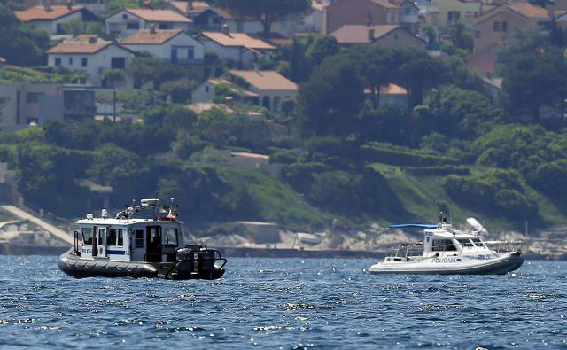 Incidenti v Piranskem zalivu se vrstijo skoraj vsak dan, srečanja čolnov slovenske in hrvaške policije pa so zato postala že dolgočasna rutina. FOTO: Matej Družnik/Delo