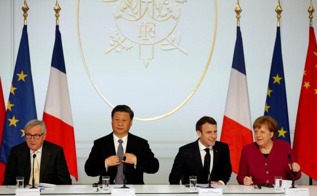 Jean-Claude Juncker, Emmanuel Macron in Angela Merkel so dali vedeti Xi Jinpingu, da morata biti »svilna pot« in »gospodarski pas« dvosmerna ulica. FOTO: Reuters