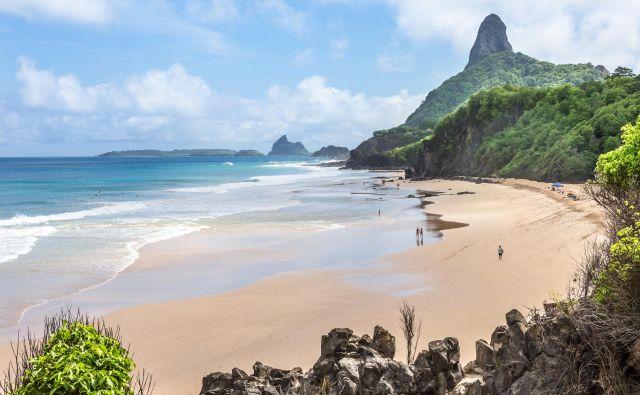 Peščen zaliv leži na arhipelagu vulkanskega izvora in se je minula leta uvrščal med štiri najboljše plaže. FOTO: Shutterstock