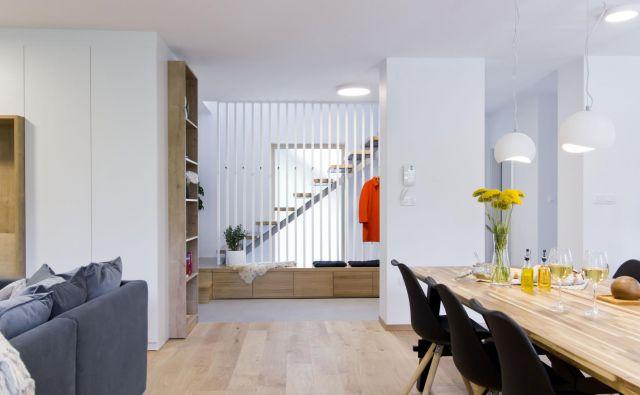 Konstrukcija hiše iz sedemdesetih let je omogočala odprtje in povezavo prostorov, ki ustrezajo današnjemu življenjskemu slogu. FOTO: Jure Judež