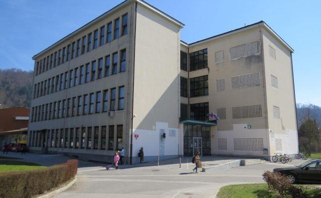▲ V osnovni šoli Frana Albrehta za varnost učencev in zaposlenih ni poskrbljeno, gradnja nove šole pa se odmika. Foto: Bojan Rajšek