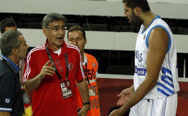 Črnogorec Bogdan Tanjević (levo) ima za seboj več kot 40-letno trenersko kariero. FOTO: Reuters