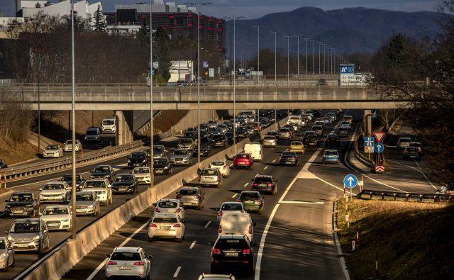 Ljubljanska severna obvoznica je klasificirana kot hitra cesta, hitrost vožnje je omejena na 110 km/h. FOTO Voranc Vogel/Delo