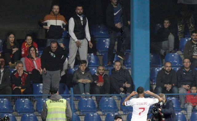 Anglež Raheem Sterling s proslavljanjem gola ni sprožil veliko simpatij pri črnogorskih navijačih. FOTO: Reuters