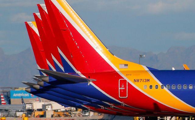 Na letalu družbe Southwest Airlines niso zaznali težav s programom MCAS, ki naj bi bil najverjetnejši razlog obeh tragedij Boeingovih letal v Indoneziji in Etiopiji, pač pa so zasilno pristali zaradi težav z enim izmed motorjev. FOTO: Ralph Freso/AFP