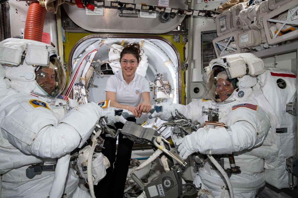 Nasa odpovedala vesoljski sprehod žensk … zaradi velikosti oblek