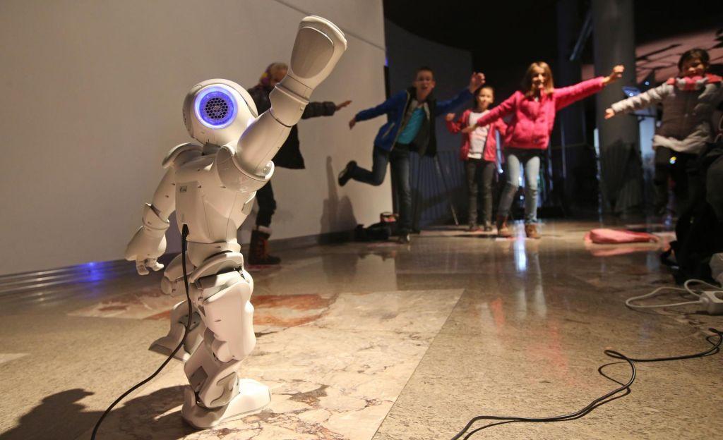 FOTO:Roboti so samo orodje, poosebljanje je odveč